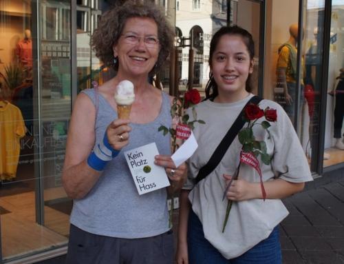 Tag gegen antimuslimischen Rassismus: Rosenverteilaktion
